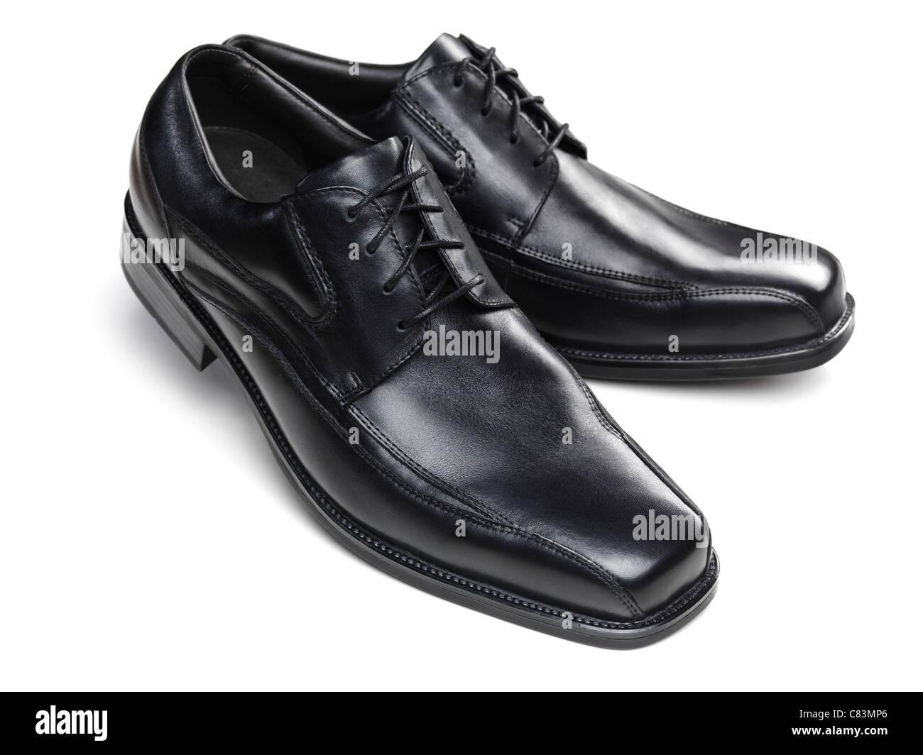 Par de zapatos de vestir mens negro aislado sobre fondo blanco. Imagen De Stock