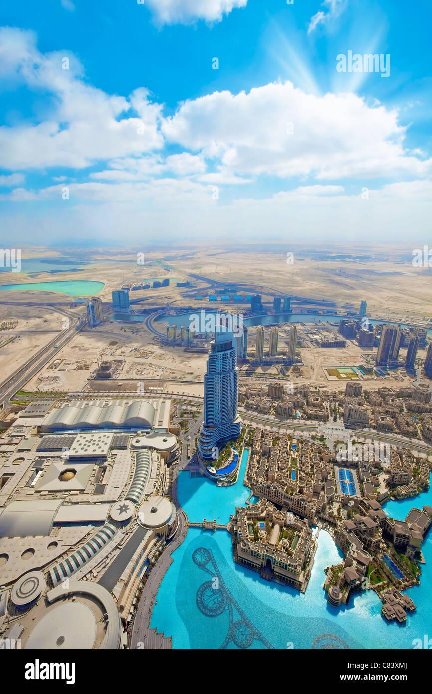 Vistas de los rascacielos y carreteras en la ciudad de Dubai Imagen De Stock