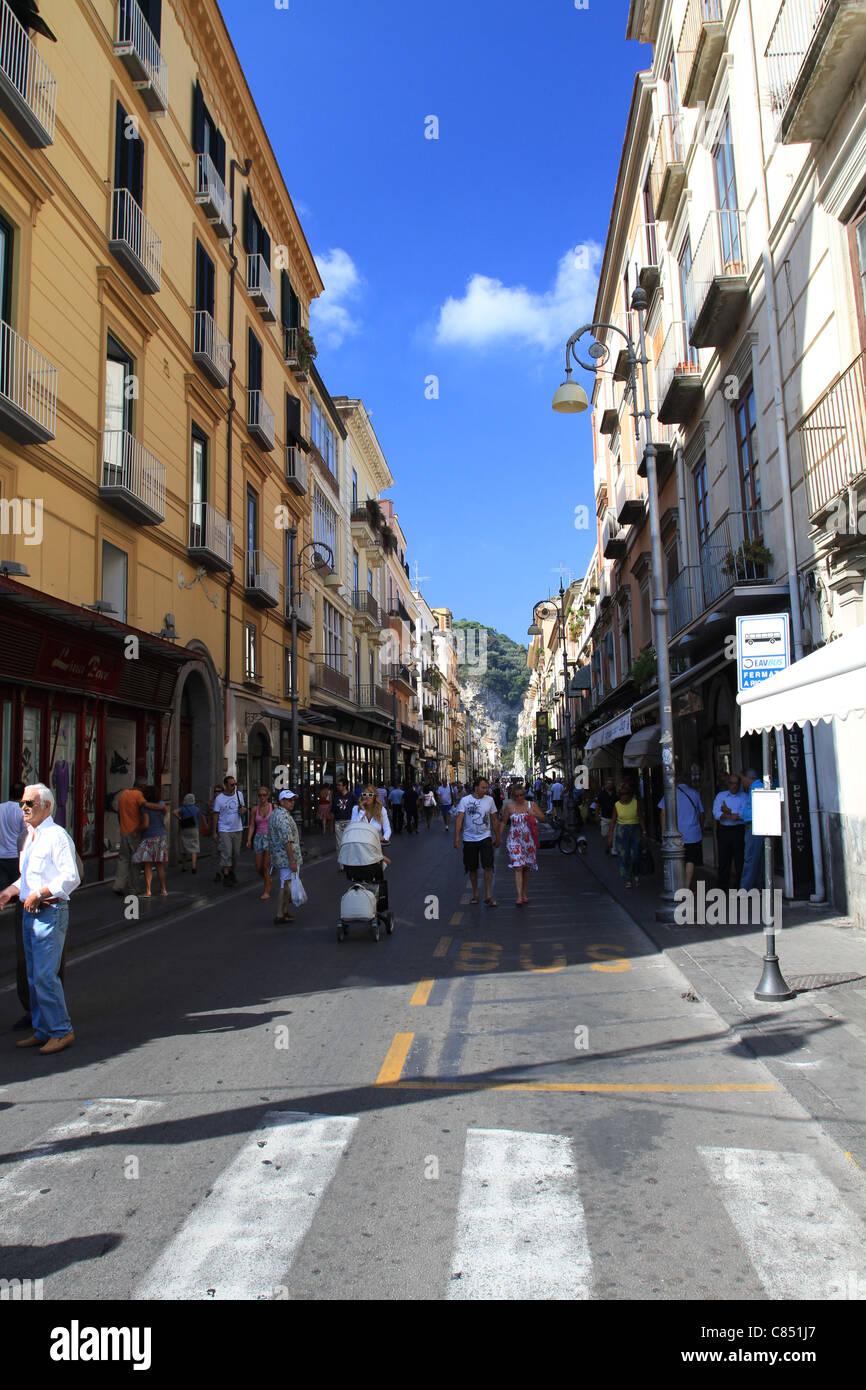 Una calle en Sorrento, en la costa de Amalfi Imagen De Stock