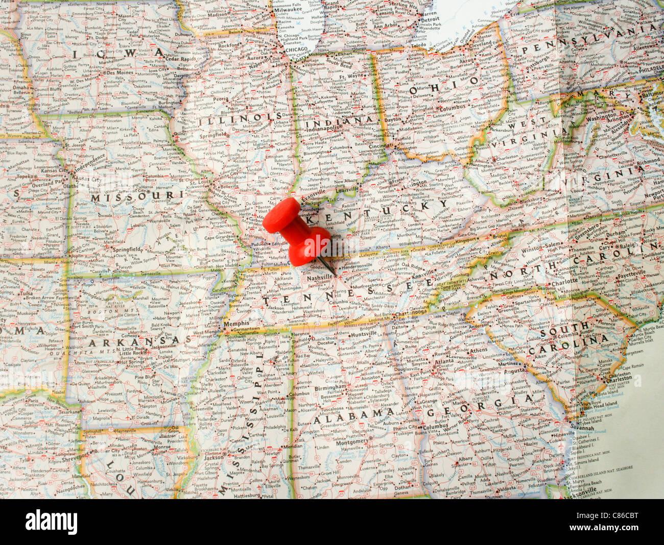 Pin rojo en el mapa de EE.UU. apuntando en Nashville en Tennessee ...
