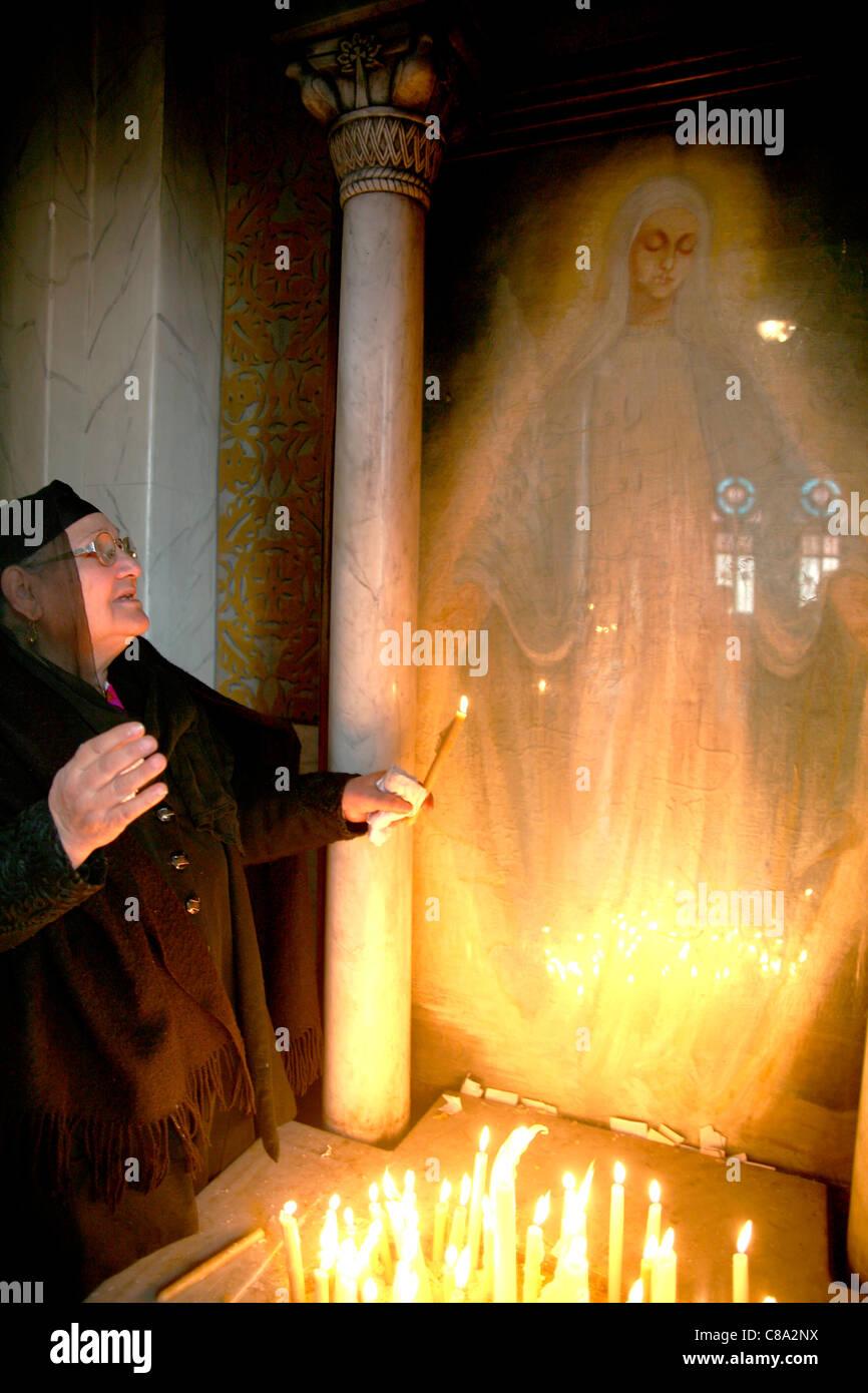 Mujer con un aparente aparición de la Virgen María copto Egipto Imagen De Stock