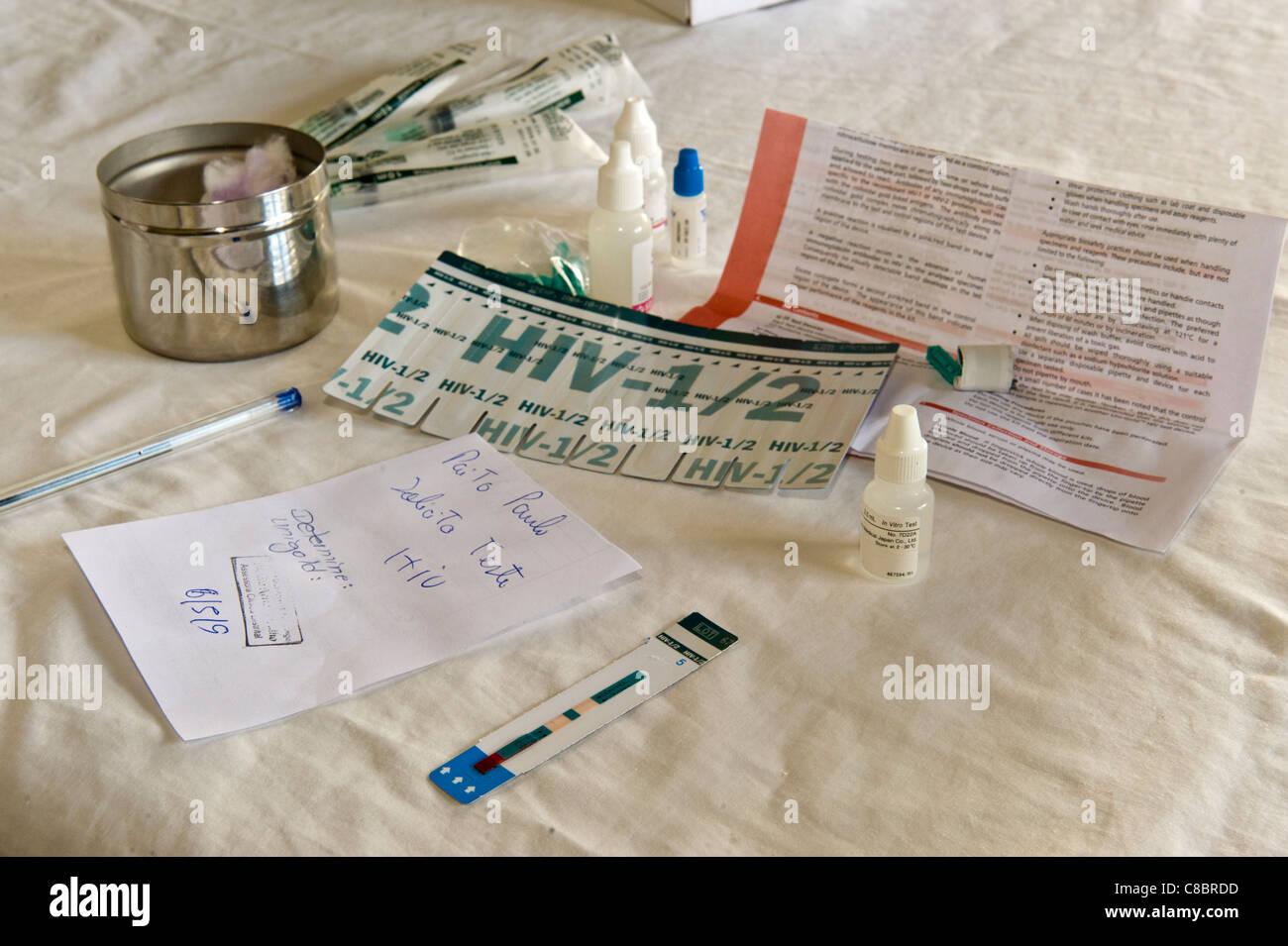 Tira de pruebas rápidas del VIH con resultado positivo en Quelimane, Mozambique Imagen De Stock