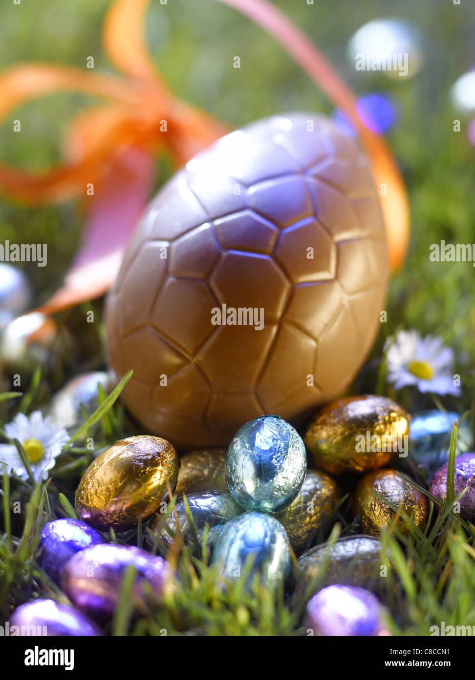 Los huevos de pascua en el jardín Imagen De Stock