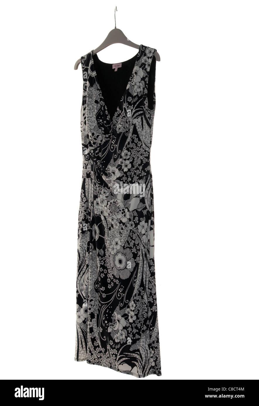 Womens womens Ladies Sleeveless blanco y negro vestido en una percha Imagen De Stock
