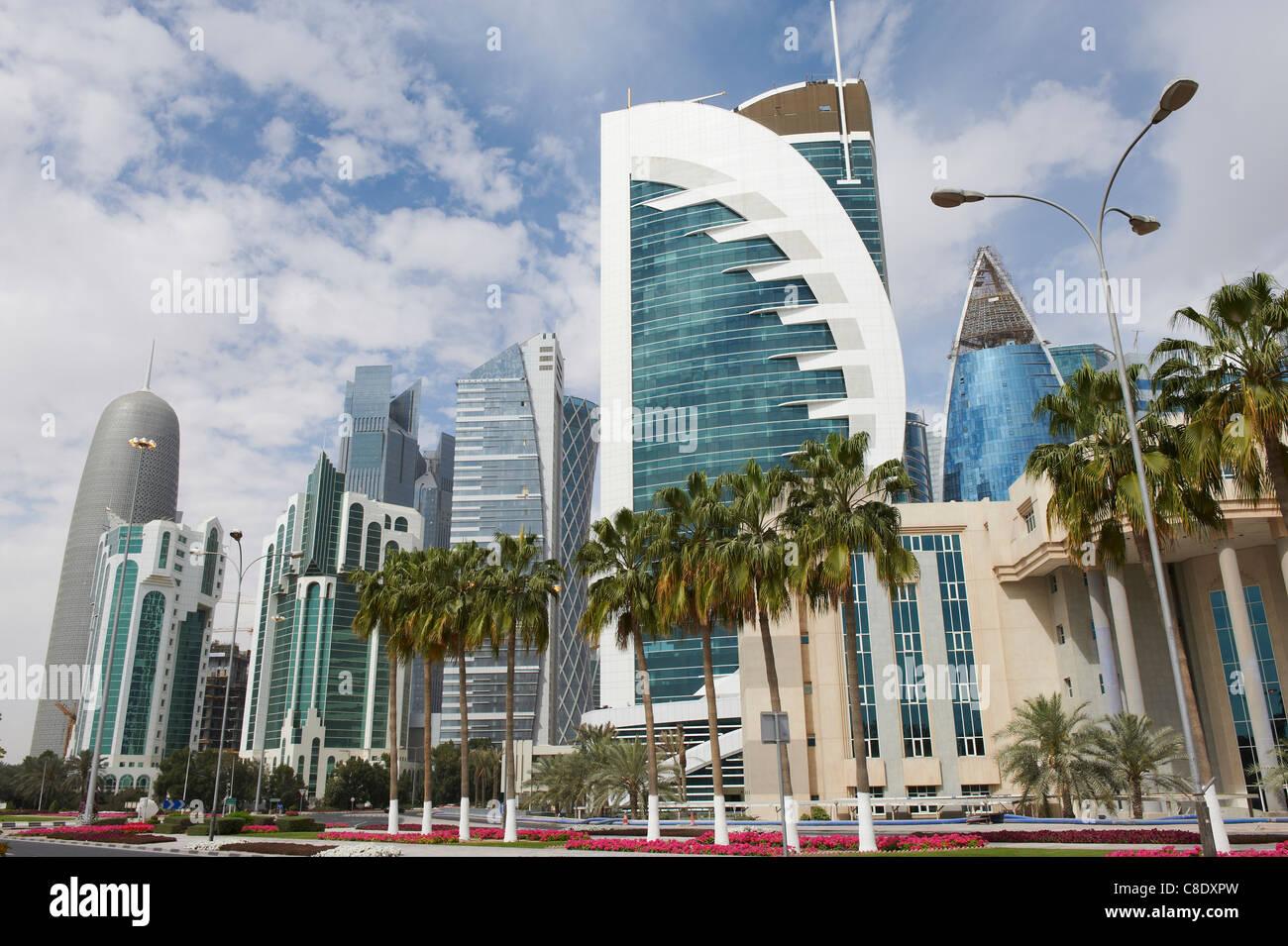 Nuevos edificios rascacielos en el centro de la ciudad de Doha (Qatar) Imagen De Stock