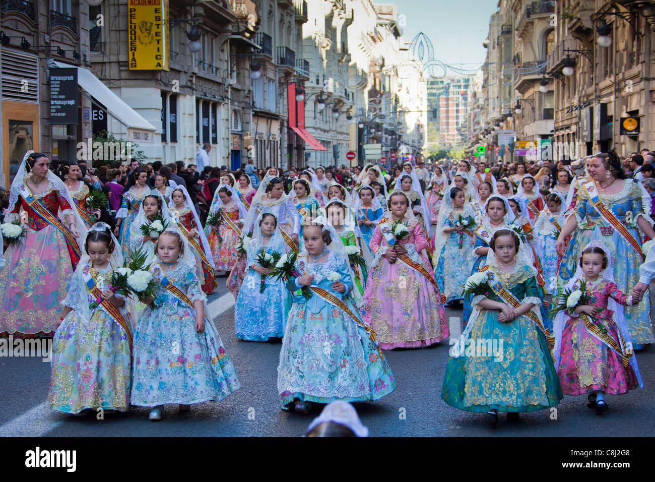 España, Europa, Valencia, pueblos tradicionales, disfraces, la Ofrenda de Flores, Desemparados, la Virgen, Imagen De Stock