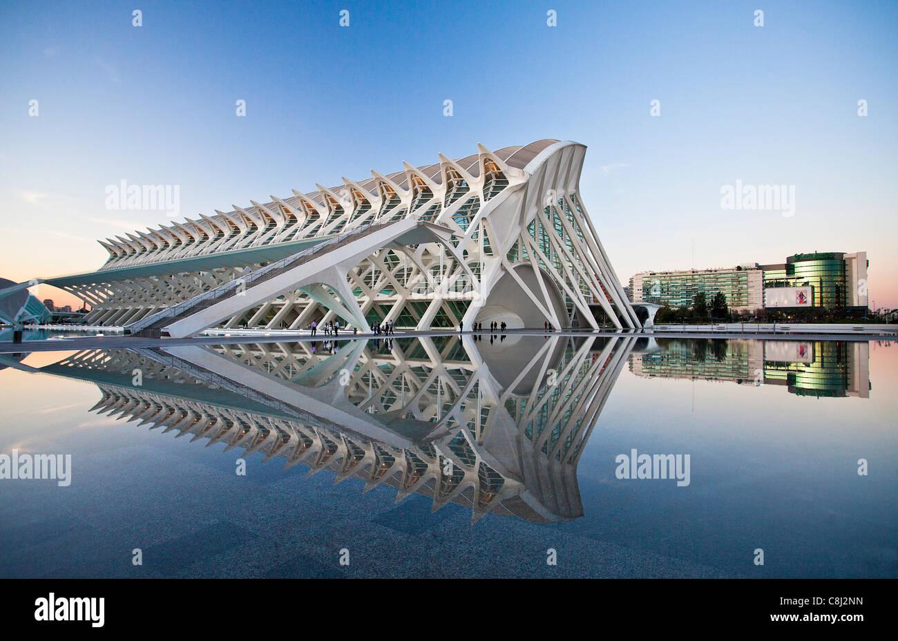 España, Europa, Valencia, Ciudad de las Artes y las Ciencias, Calatrava, la arquitectura moderna, el agua Imagen De Stock