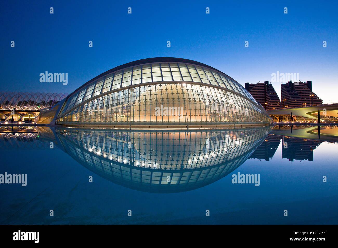 España, Europa, Valencia, Ciudad de las Artes y las Ciencias, Calatrava, la arquitectura moderna, hemisférico, Imagen De Stock