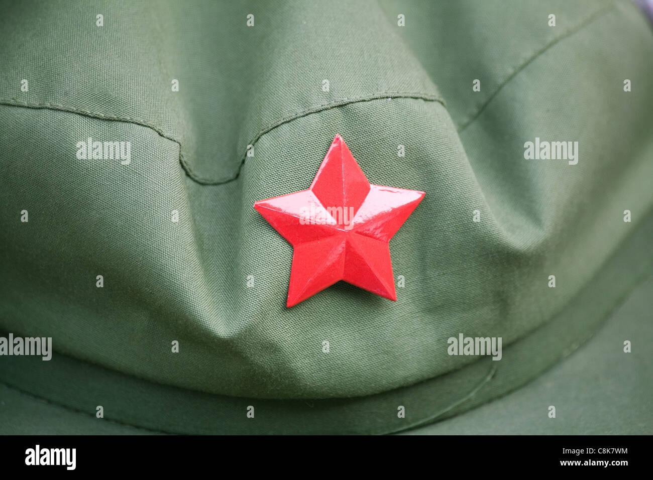 Tapa del ejército rojo con una estrella roja Imagen De Stock