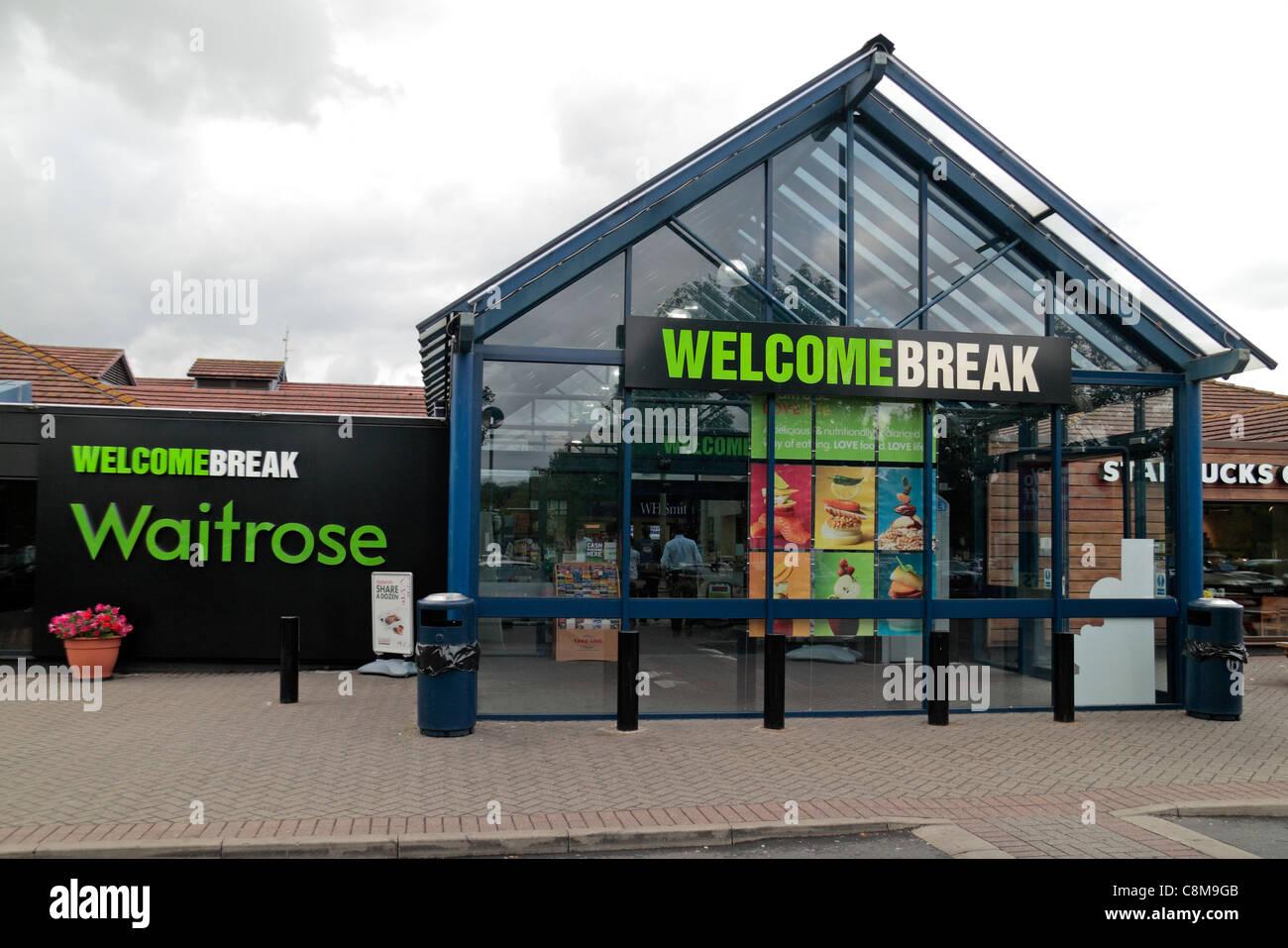 La entrada a la estación de servicio Welcome Break (sur de la M40) cerca de Warwick, Warwickshire, REINO UNIDO Foto de stock