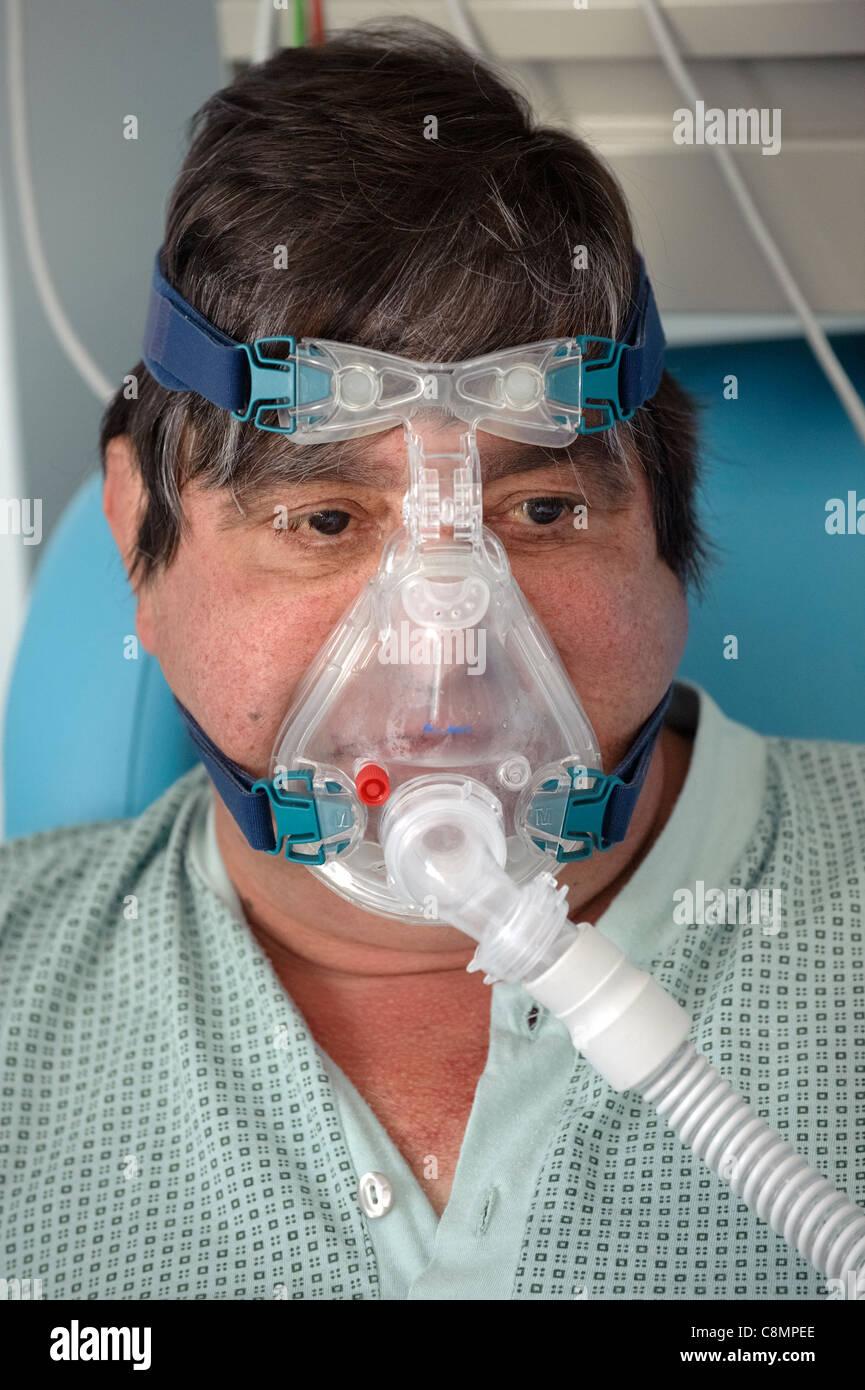 HELLFEST 2019 - 21, 22, 23  JUNIO Retrato-del-hombre-que-llevaba-una-mascara-de-oxigeno-c8mpee