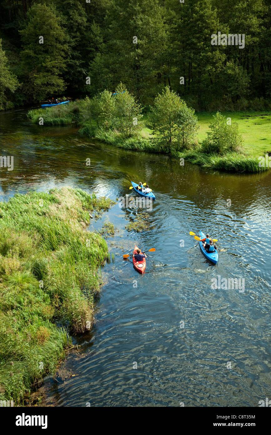Viaje en canoa por el río( Mazury en Polonia) Imagen De Stock