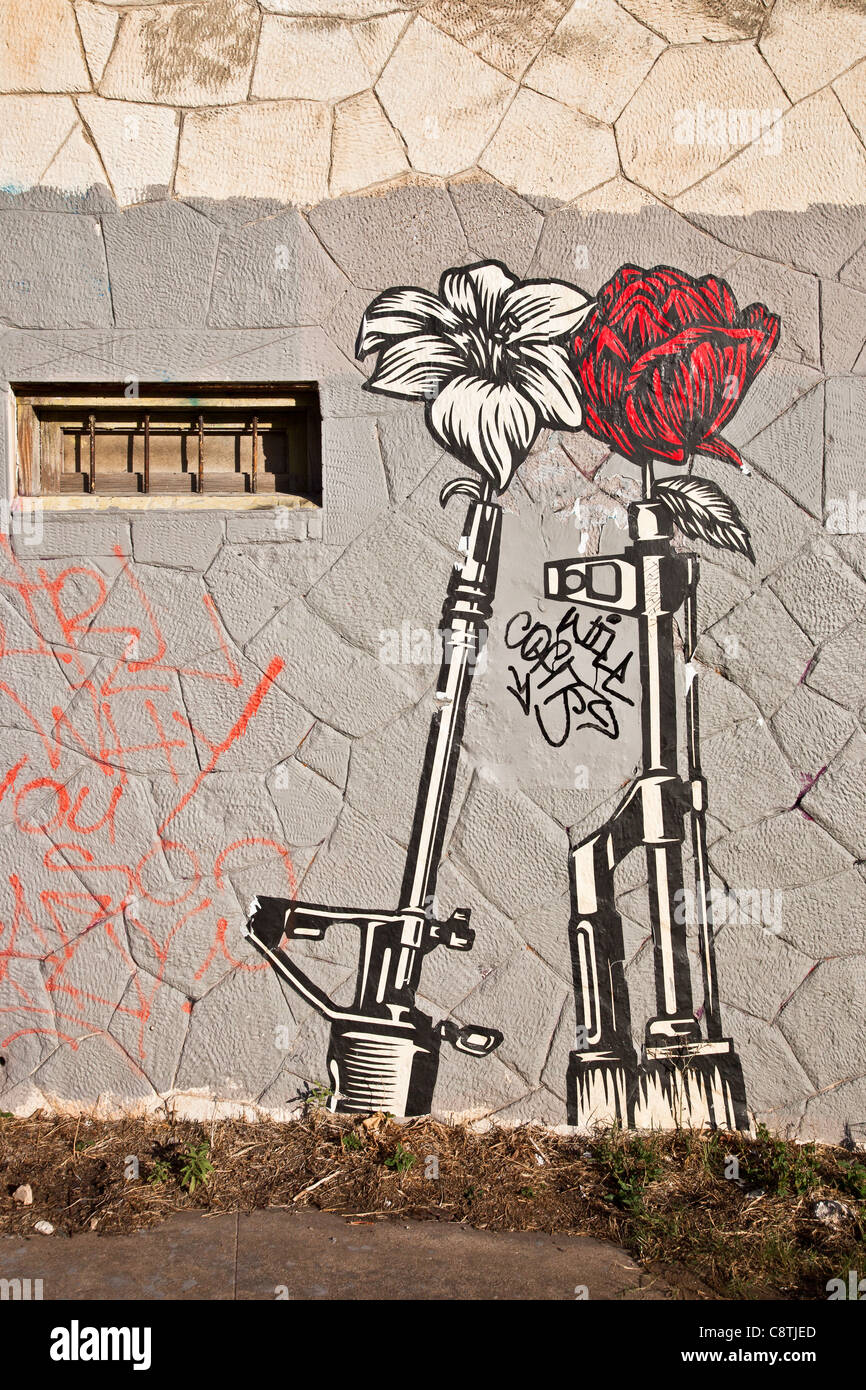 Shepard Fairey Guns and Roses Wheatpaste en East Austin, Texas Foto de stock