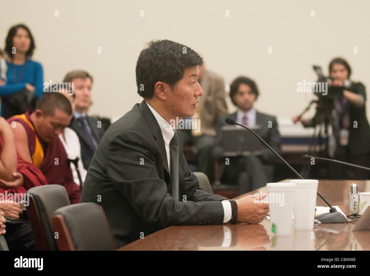 Dr. Lobsany Sangay, Primer Ministro de la administración tibetana Central testifica Tom Lantos durante la audiencia Imagen De Stock