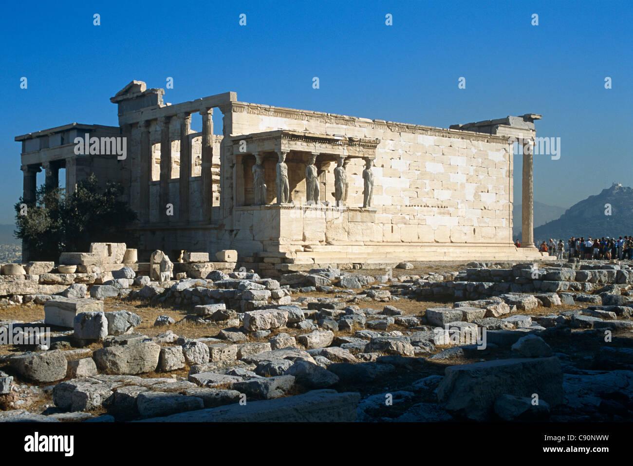 La Acrópolis de Atenas, la Roca Sagrada es un rematado roca que se eleva a  150 m sobre el nivel del mar en la ciudad de Atenas. El