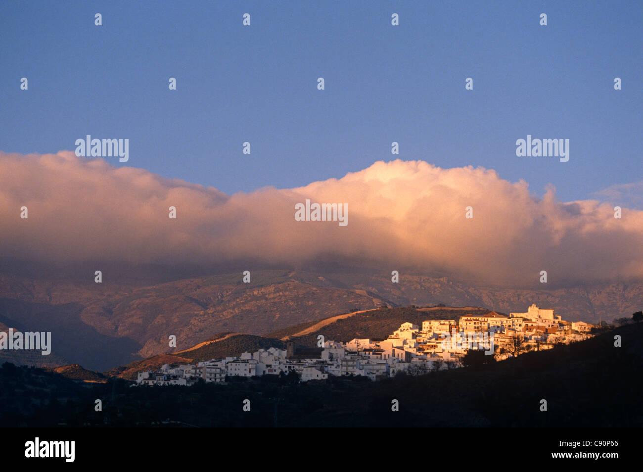 Canillas de Albeida está en las montañas de la Atalaya y gama Verde y se encuentra en la pintoresca ruta Imagen De Stock