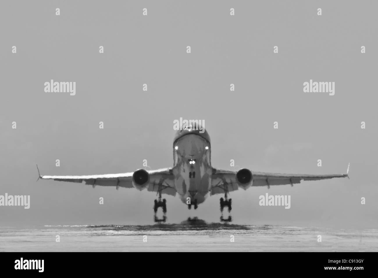 La isla de Bonaire, Caribe Holandés, Kralendijk, KLM Douglas DC-10, avión despegando desde Flamingo Airport. Imagen De Stock