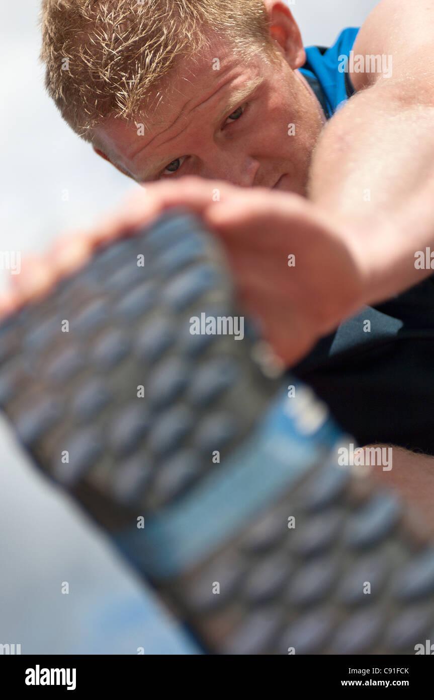 Cerca del deportista estiramientos al aire libre Imagen De Stock