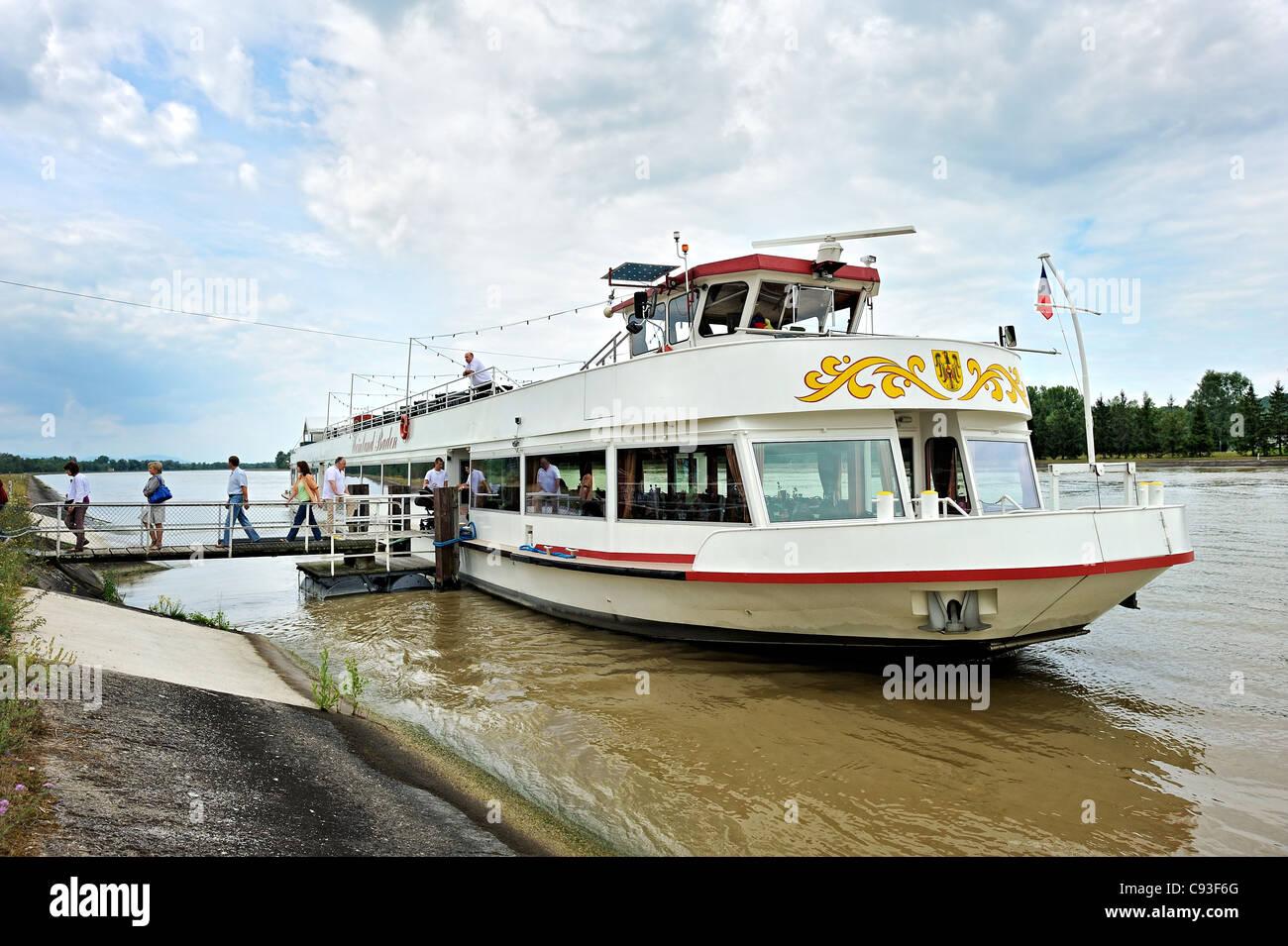 Viaje en barco por el río Rhin, Francia. Imagen De Stock