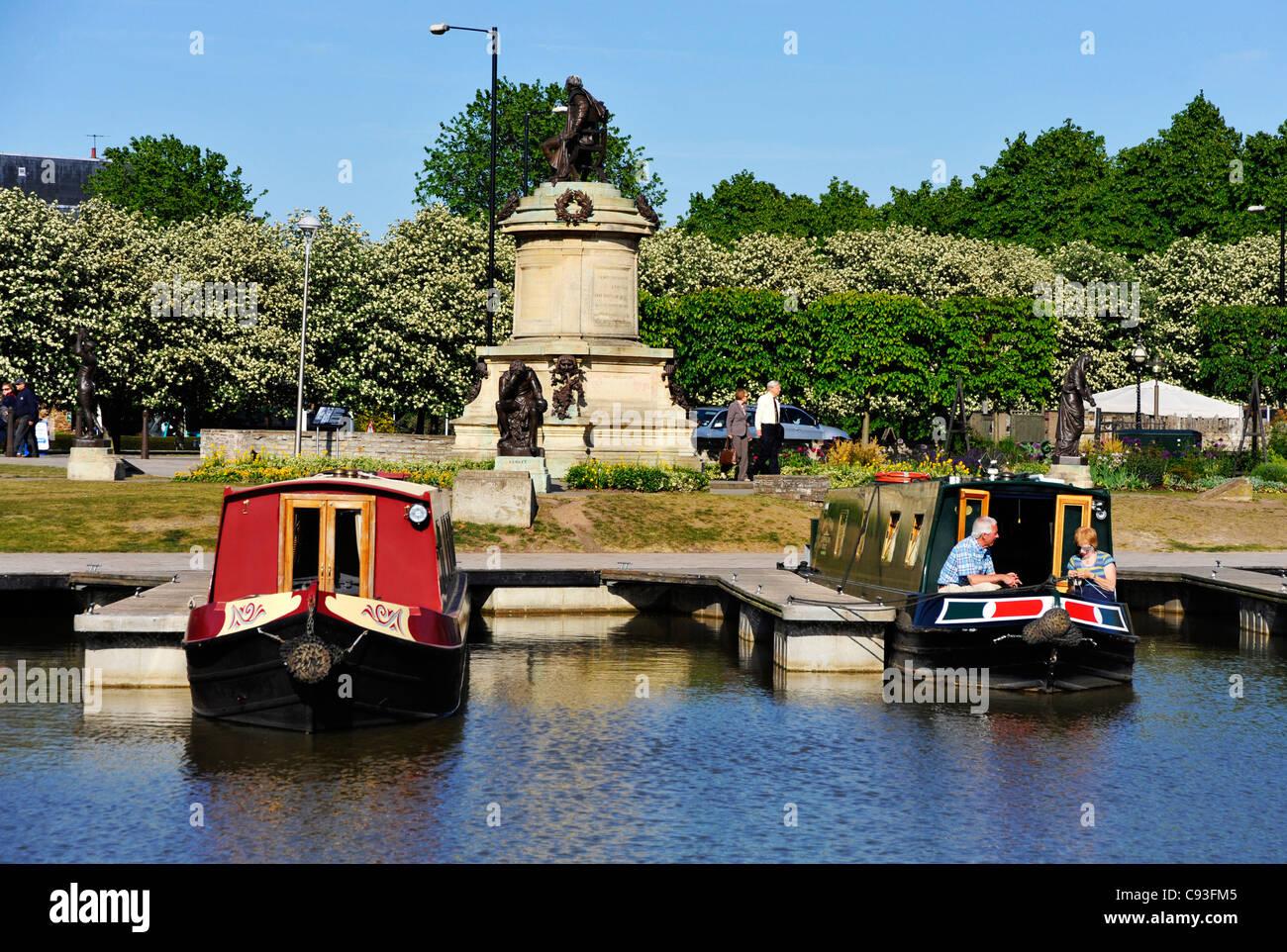 Las barcazas en el río, en Stratford-upon-Avon. Imagen De Stock