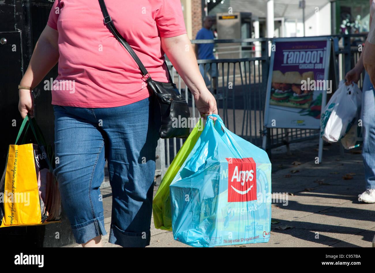 Las mujeres obesas en High Street, South East London Imagen De Stock