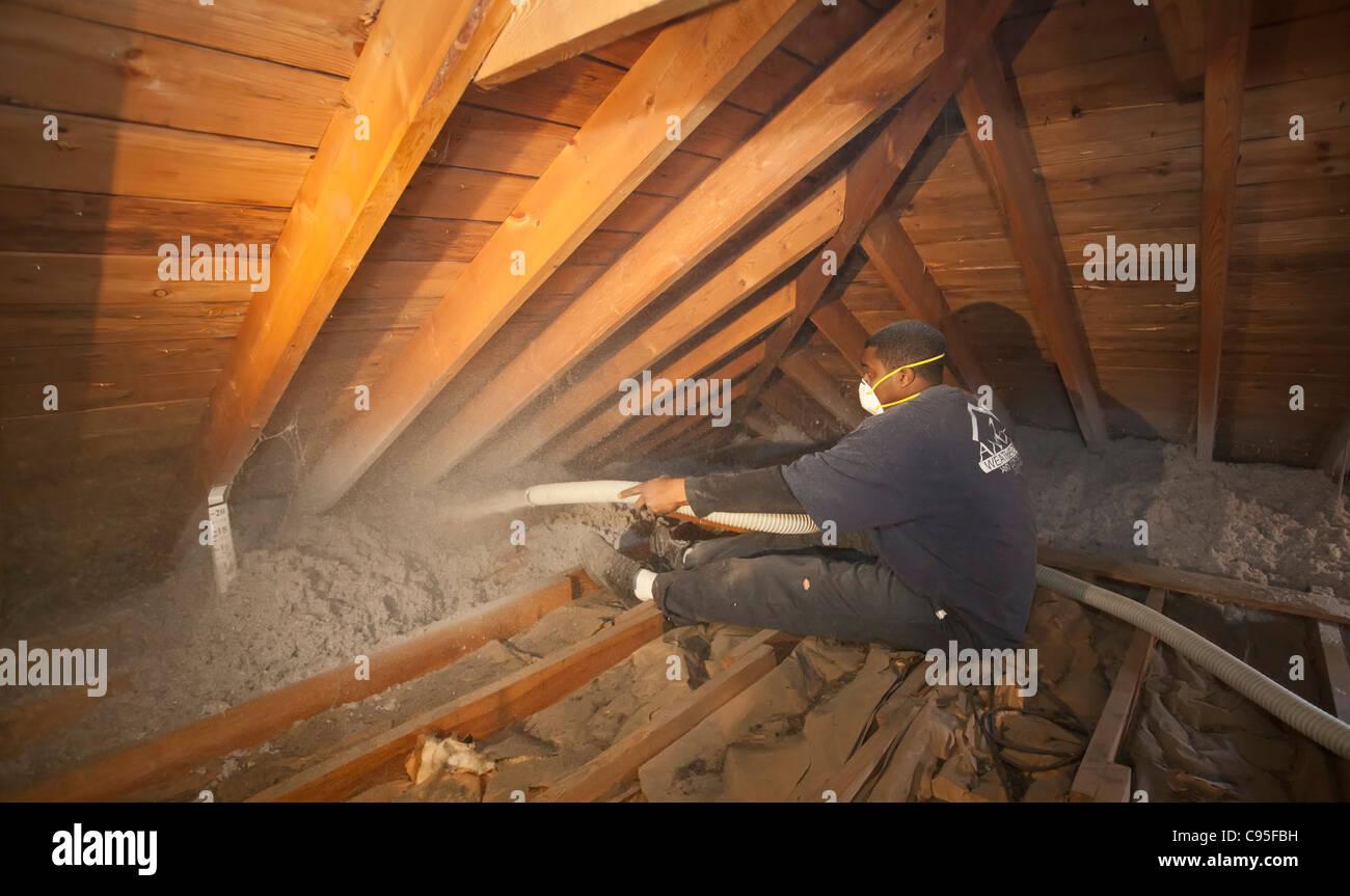 Aislamiento en el ático Imagen De Stock