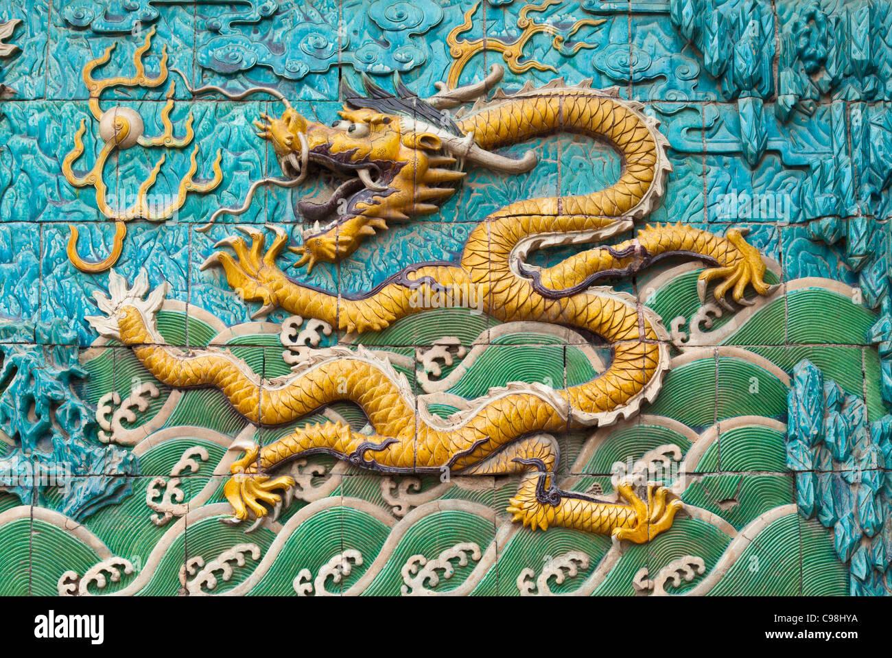 Detalle de la pantalla nueve dragones, Palacio de la tranquilidad y de la longevidad, la Ciudad Prohibida, Beijing, Imagen De Stock