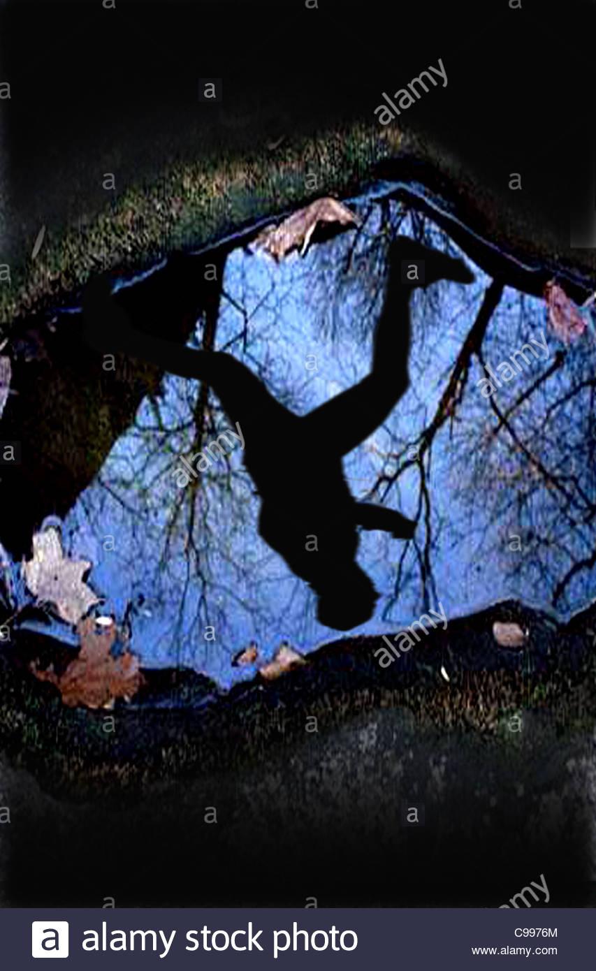 La observación desde el agujero en el suelo Imagen De Stock