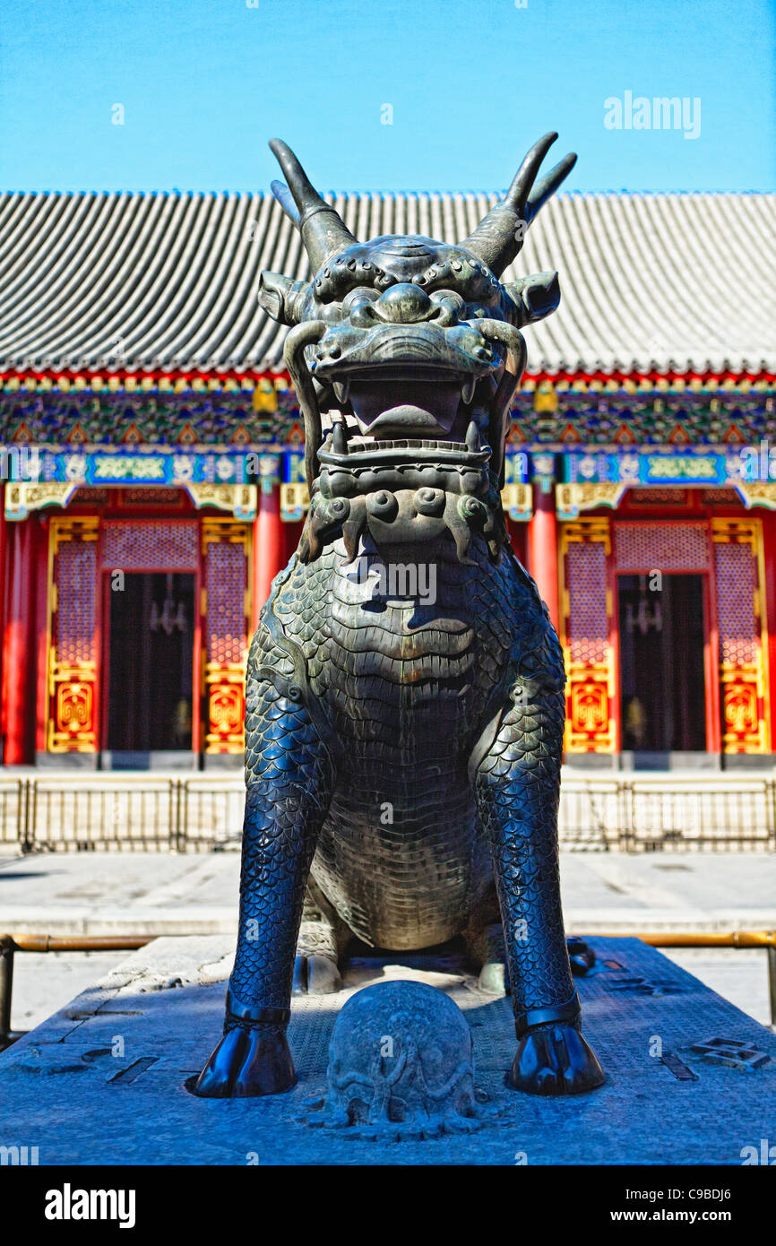 Vista de cerca de un Qilin criatura quiméricos, Palacio de Verano, Beijing, China Imagen De Stock