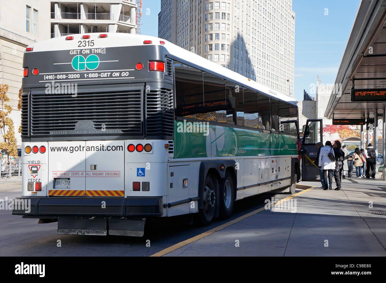 Ir en Bus a la Estación Union Terminal de Autobuses, Toronto Imagen De Stock