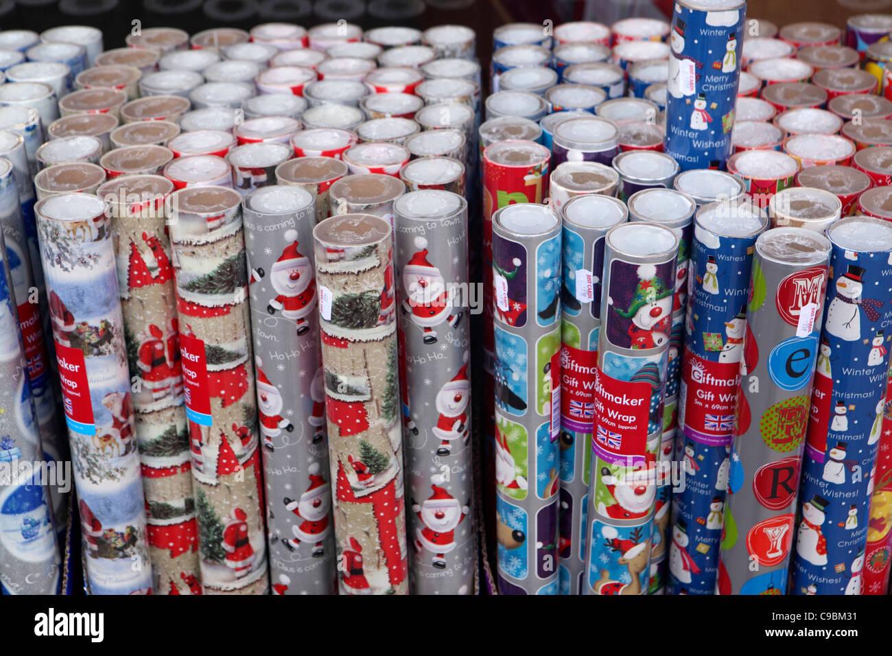 Rollos de papel para envolver regalos de Navidad, para la venta, el patrón/imagen de fondo Imagen De Stock