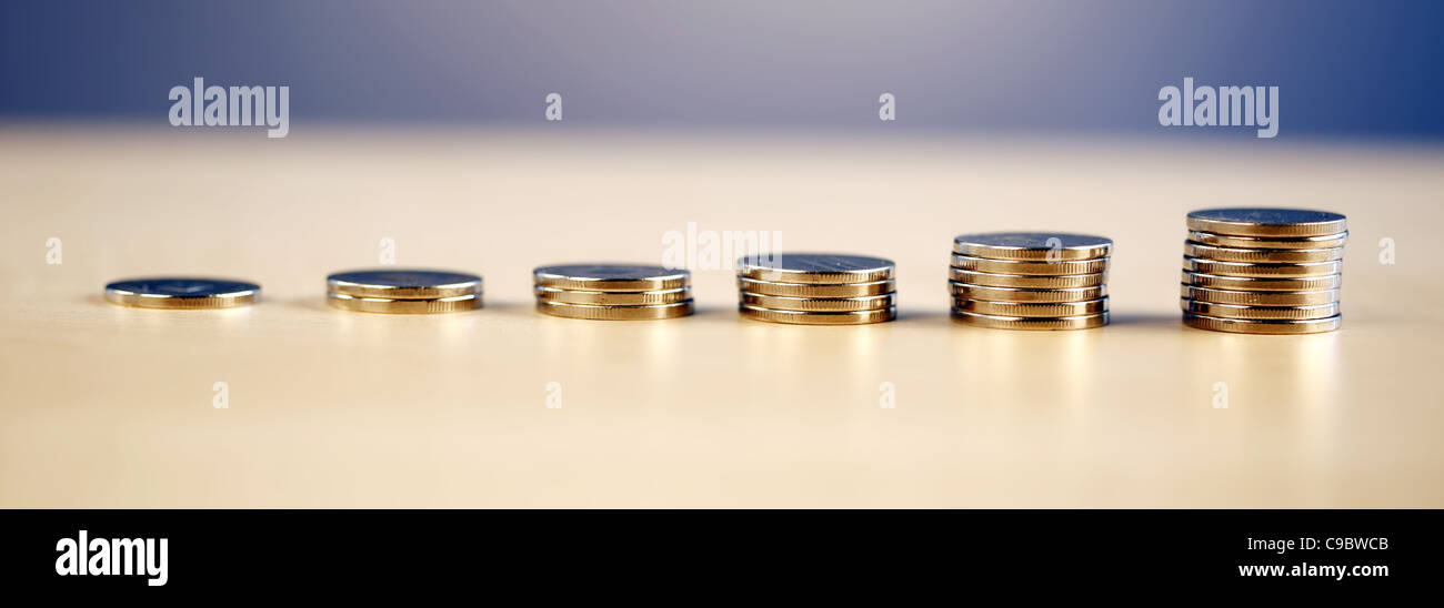 Muchas torres de dinero - aumento progresivo Imagen De Stock
