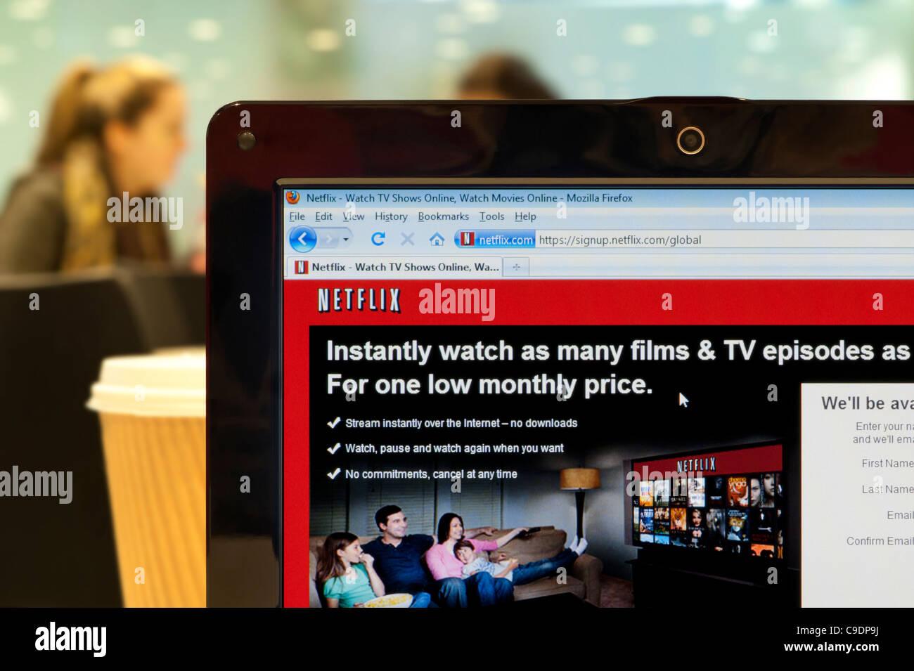 El sitio web de Netflix rodada en un ambiente de cafetería (sólo para uso editorial: -print, televisión, Imagen De Stock