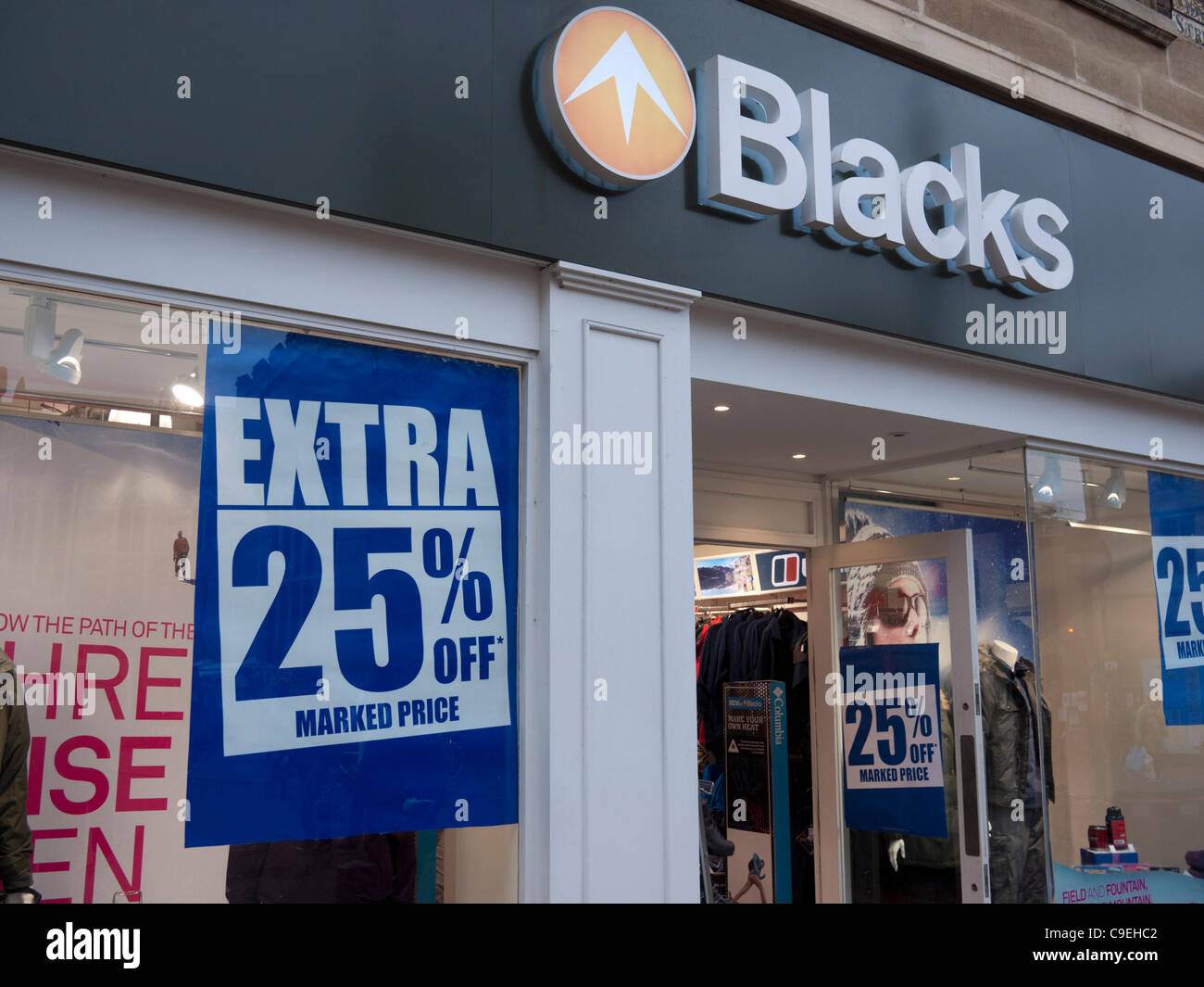 Los negros tienda en Cambridge en un frío día lluvioso, poco después, la empresa anunció que Imagen De Stock