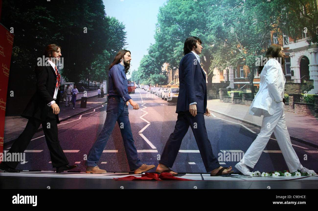 RINGO Starr y George Harrison y Paul MCCARTNEY & JOHN LENNON Los Beatles figuras de cera DEVELANDO HOLLYWOOD Imagen De Stock