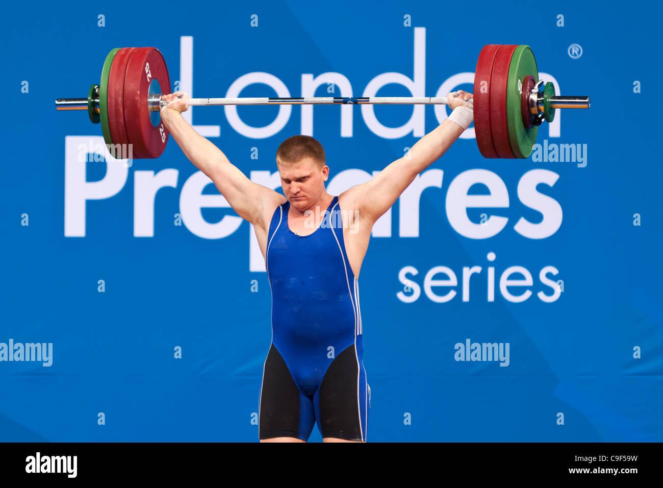 KAPLIN Dmitriy de Kazajstán compitiendo en el hombre de +105kg Londres prepara la halterofilia Invitacional Imagen De Stock
