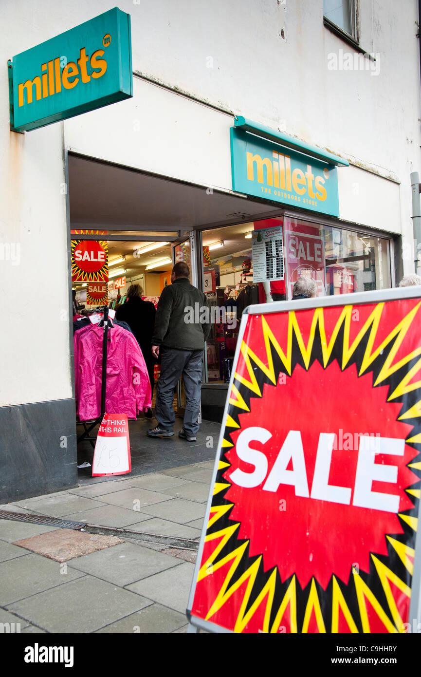 Aberystwyth UK 7 Ene 2012: Una rama de mijo y acampar al aire libre shop, parte de la cadena de tiendas negros que Imagen De Stock