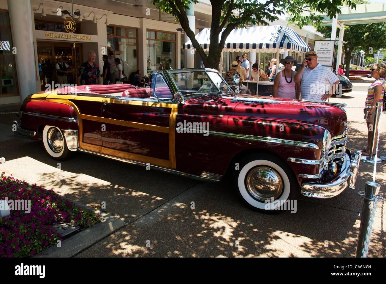 17 Junio 2012 Oak Brook Illinois Eeuu Un 1949 Chrysler Town Country Convertible En La 44a Asamblea Anual Oakbrook Center Classic Car Show Feria Se Celebra El Da Del Padre