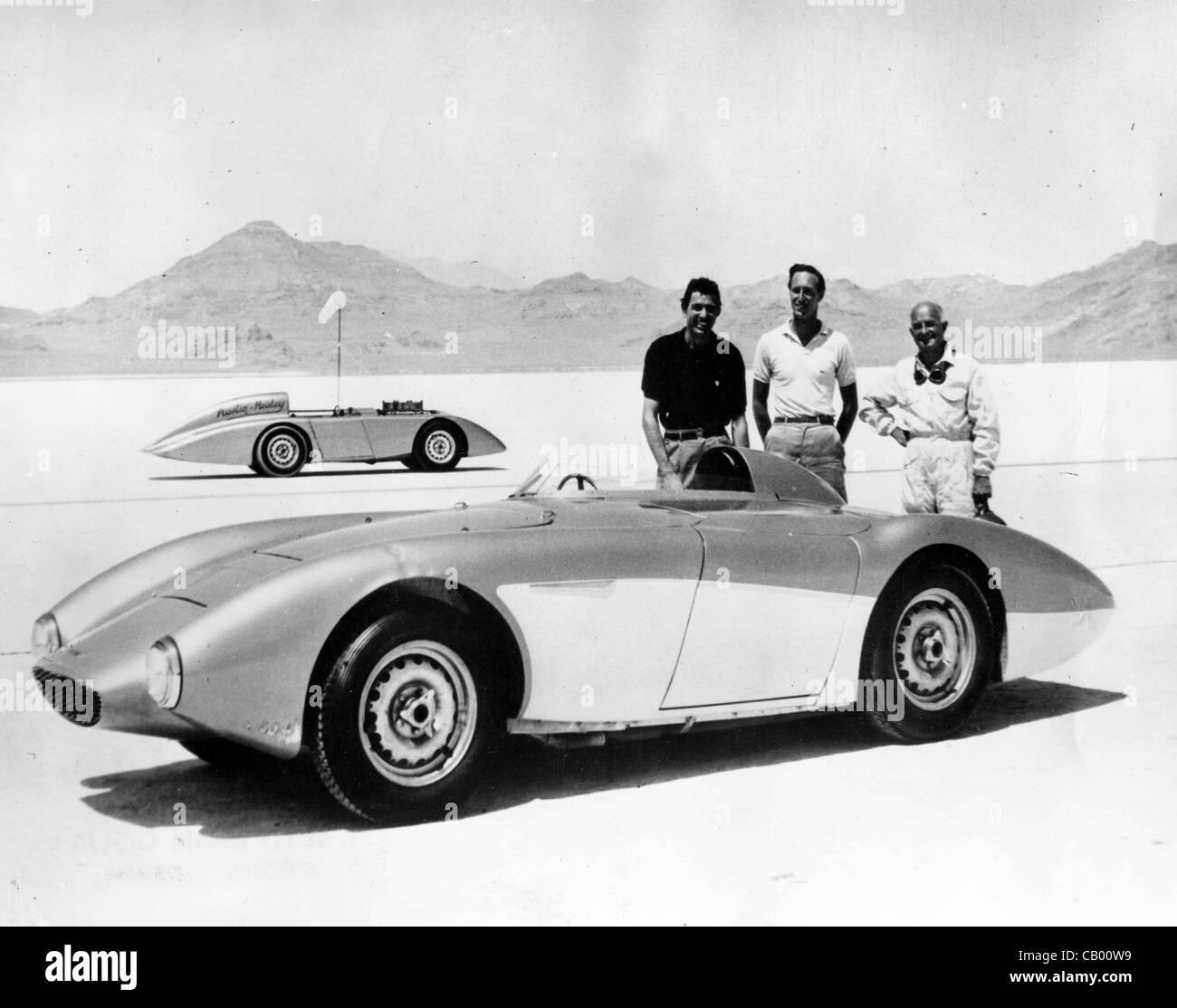 Agosto 17, 1956 - de Bonneville, en Utah, EE.UU. - CAROLL SHELBY de Dallas, ROY JACKSON-Moore, de Los Ángeles y Foto de stock