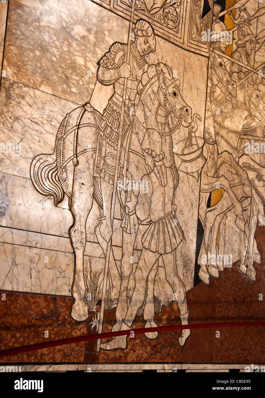 Detalle de un panel del pavimento de mármol dentro de la catedral de Siena (Duomo). Parte de la Storie di giuditta Imagen De Stock