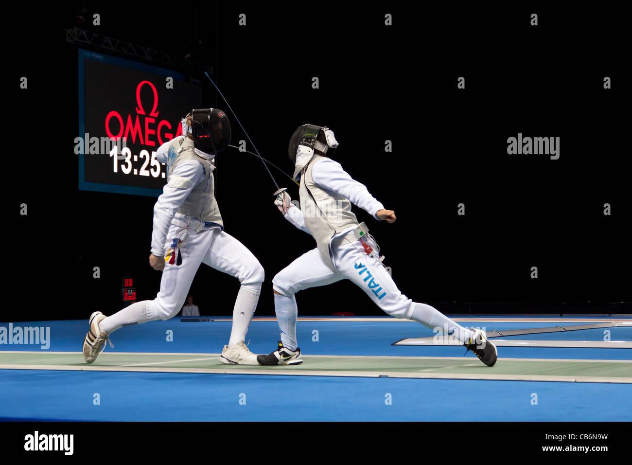 Final del equipo de esgrima de lámina en el Evento de Prueba Olímpico, London's arena de ExCeL. Ganó Imagen De Stock
