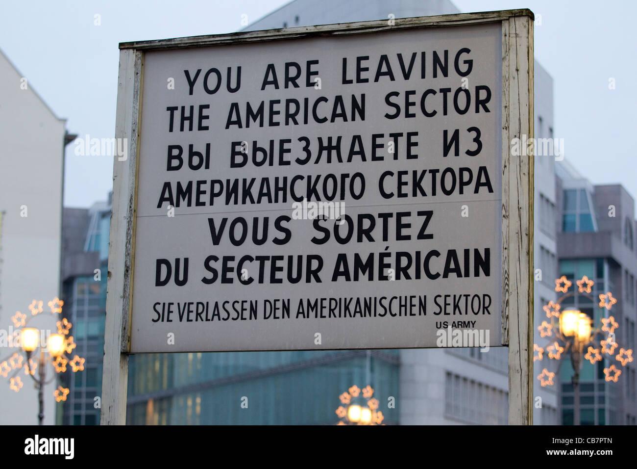 El Checkpoint Charlie, Berlín Oriental, Alemania, Europa. Foto:Jeff Gilbert Imagen De Stock