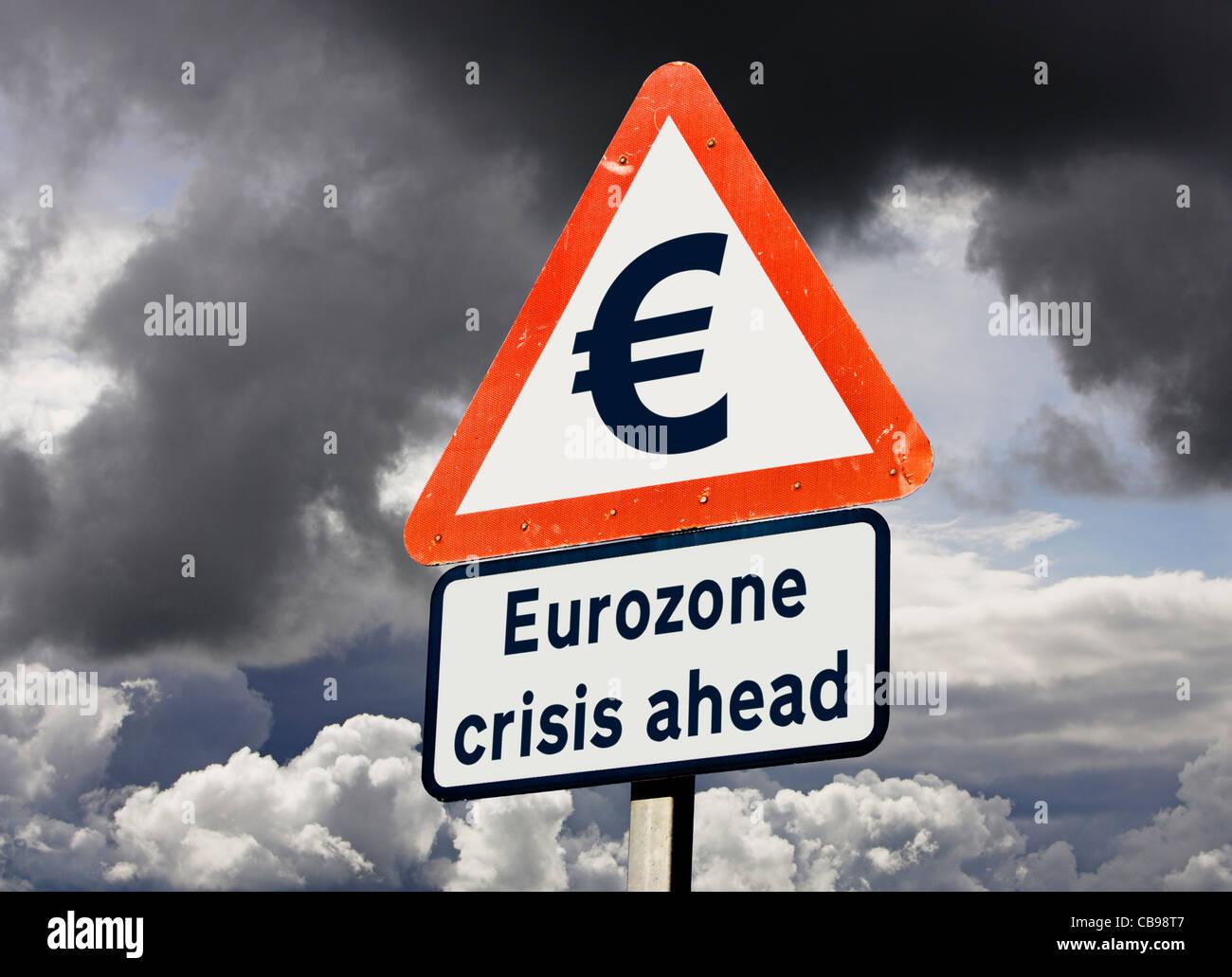 La eurozona Unión Europea UE deuda o crisis política amenaza romper concepto signo de advertencia contra Imagen De Stock