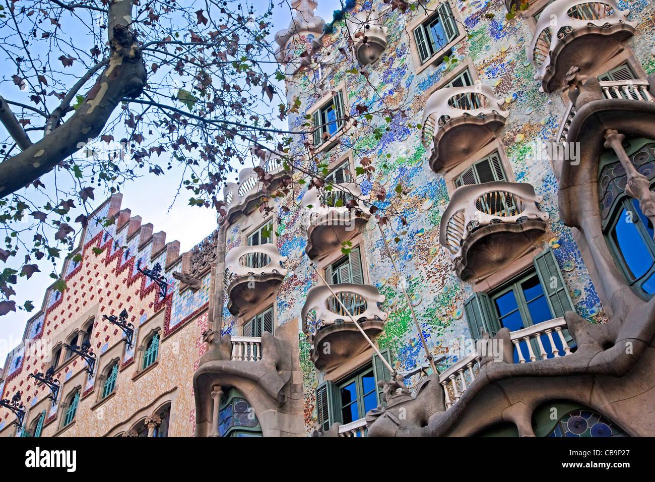 La Casa Milà o La Pedrera, edificio diseñado por el arquitecto catalán Antoni Gaudí, Barcelona, Imagen De Stock