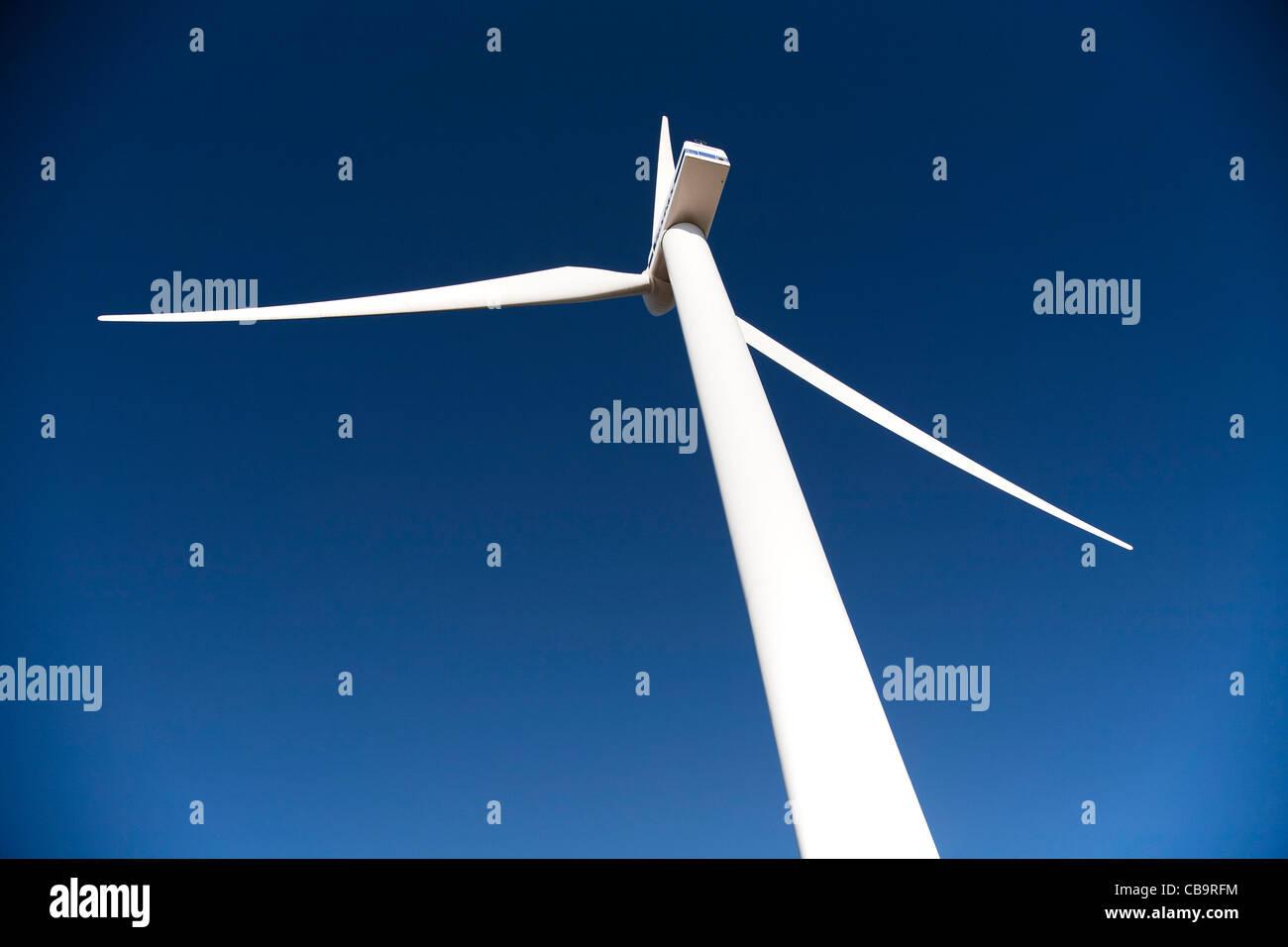 La turbina eólica. Imagen De Stock