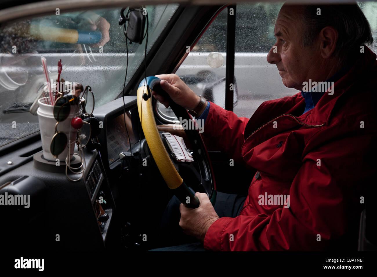 Un taxista de Londres, Londres, Reino Unido. Foto de stock