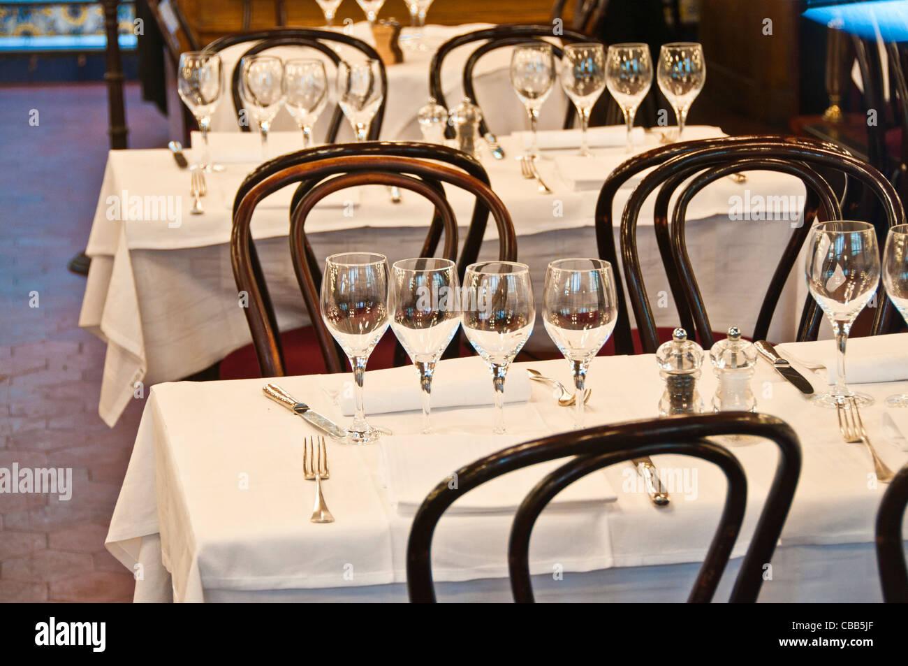Mesa de comedor lugar ajustes Imagen De Stock