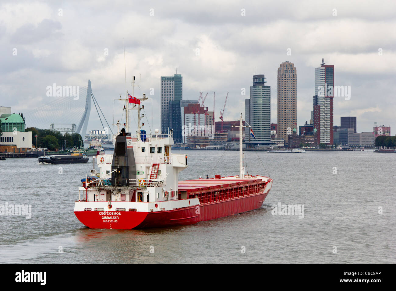 Buque en el Maas entrando en Rotterdam Imagen De Stock