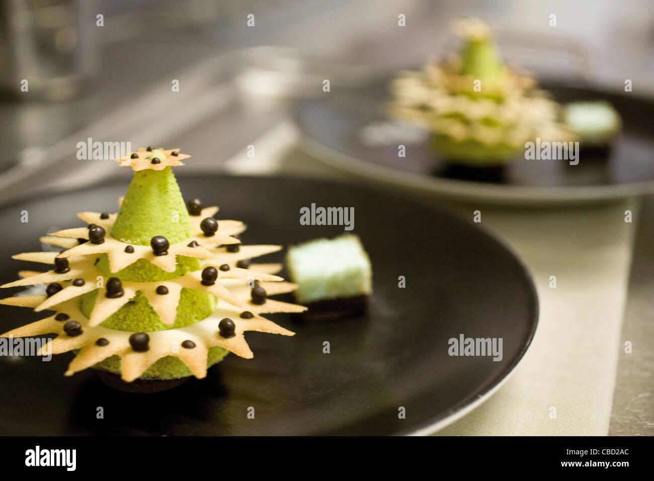 Postre Gourmet la forma de árbol de Navidad Imagen De Stock