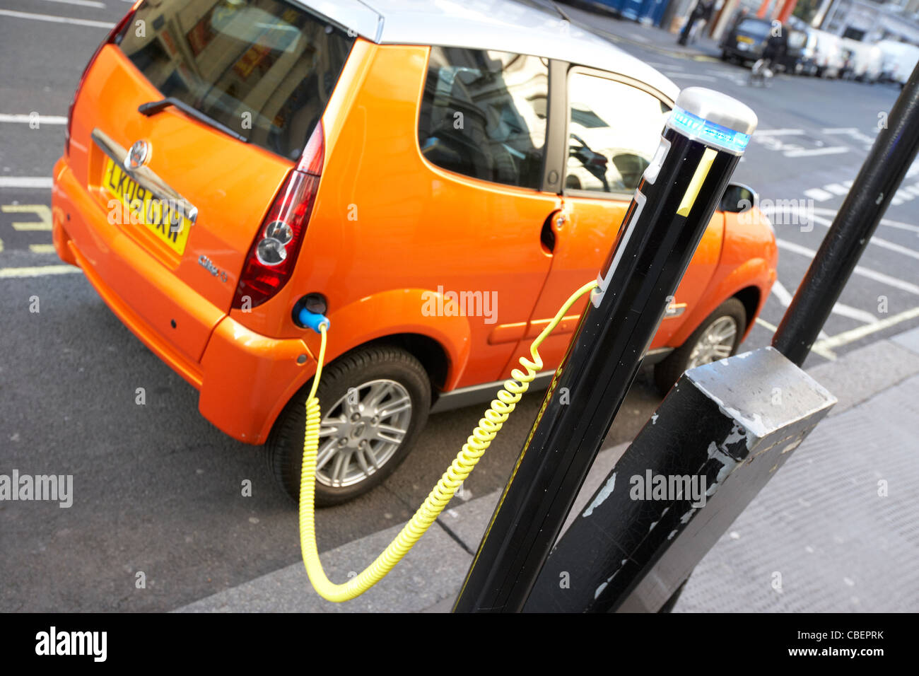 Punto de carga de coches eléctricos Londres England Reino Unido reino unido Imagen De Stock